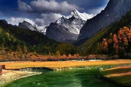 走入色彩绚丽的油画世界 稻城亚丁旅游攻略