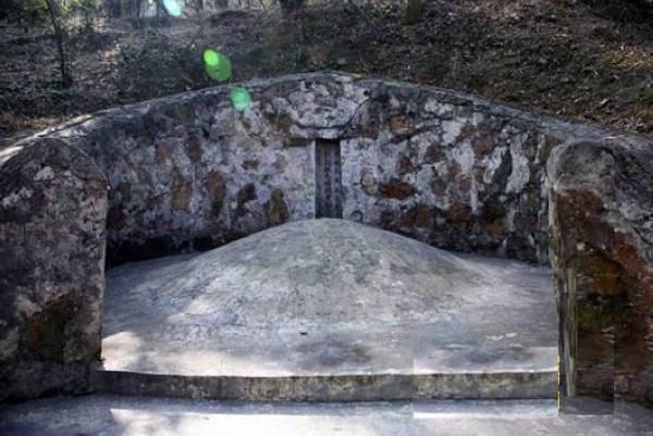 毛泽东曾祖母坟墓