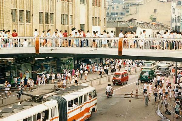 老照片:旅游者上海所见 1987年