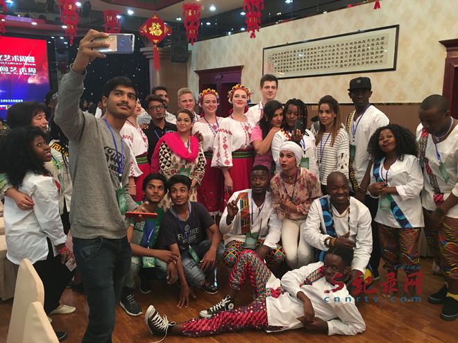 乌克兰津巴布韦尼泊尔巴基斯坦四国文艺团队抵兰