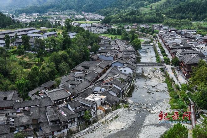 一脚踏三省 文化旅游名镇青木川