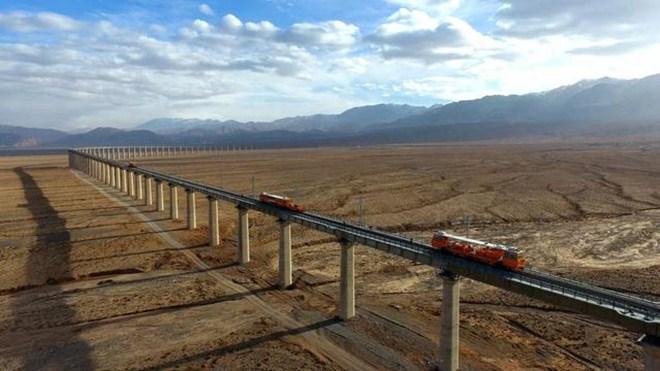 敦煌铁路全线开通运营  西部铁路路网布局完善
