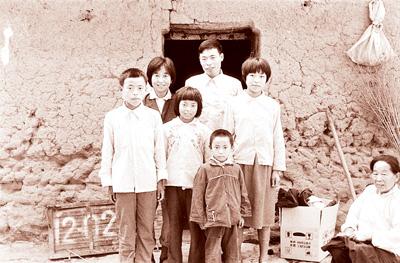 新老照片折射出中国人生活变迁