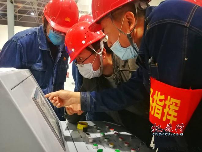 """兰州石化建成甘肃首条熔喷布生产线 完成口罩生产 """"一条龙""""产业链条"""