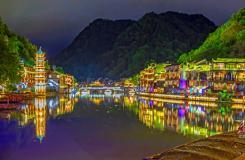 沱江夜色似梦幻 意境如歌凤凰城