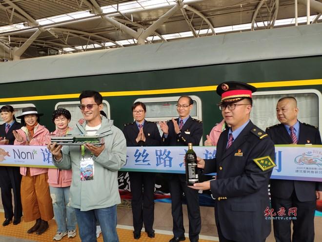 """宁夏开出节后首趟""""环西部火车游""""专列"""