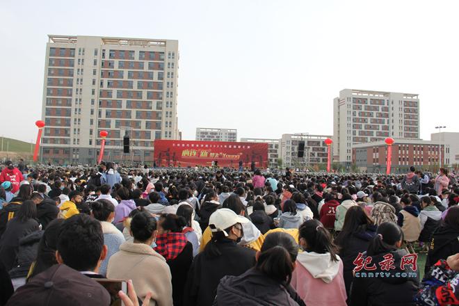 """心连""""新""""梦飞YOUNG  兰州现代职业学院举行2020级迎新汇报演出"""
