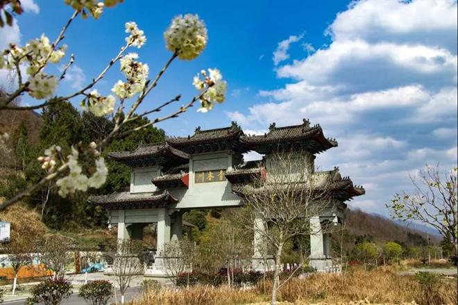 游览春天的青木川古镇