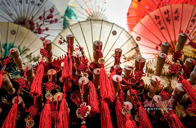 传统的油纸花伞名扬海内外 中国伞乡泸州行有感