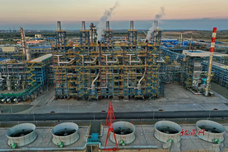 引领炼化企业先进水平 国内首套自主知识产权乙烷制乙烯项目在兰州石化投料开车