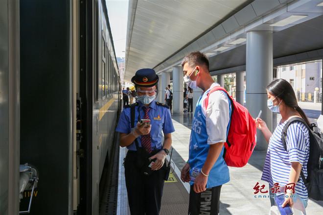 兰州铁路局精心服务 助力保障学生返校