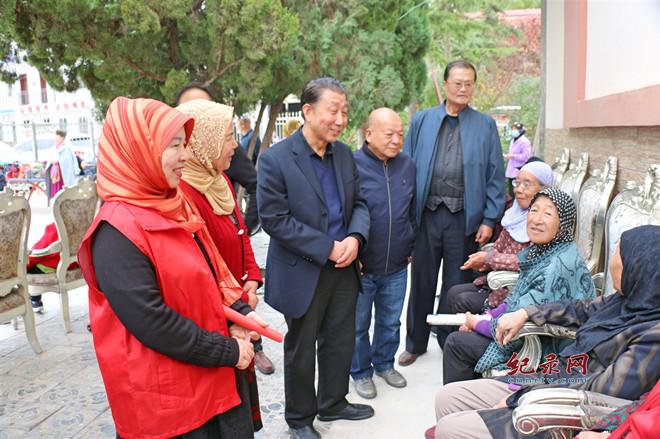 重阳节来临  爱心企业慰问养老院老人 送上爱心和温暖